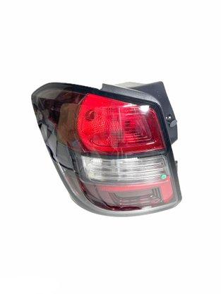Lanterna Traseira Spin Active 2013 a 2018 Borda Preta Fundo Escuro Lado Esquerdo Motorista - FITAM